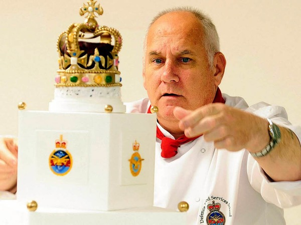 Alan Starling ist für die Torte zuständig, die der Queen serviert wird.
