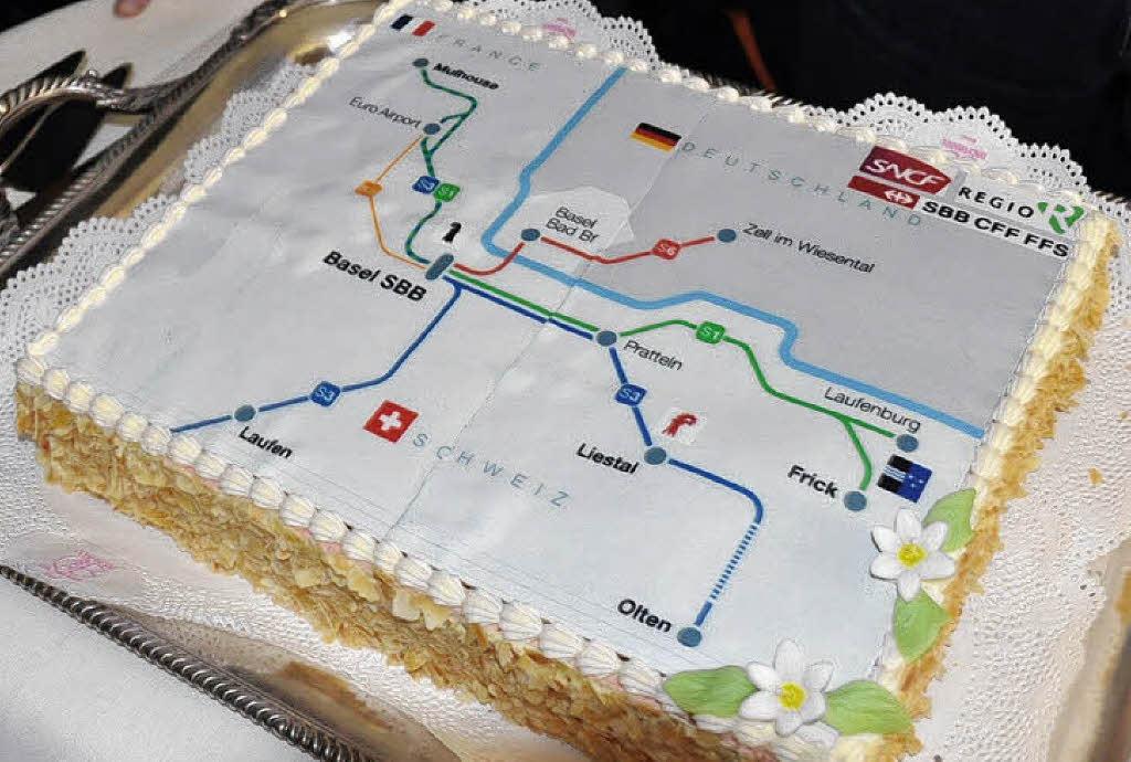 Eine Torte mit den grenzüberschreitenden S-Bahn-Linien wurde serviert ...