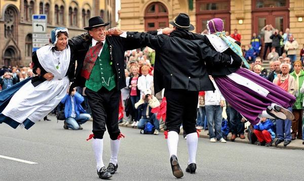 Tanzeinlage beim Trachtenfestumzug