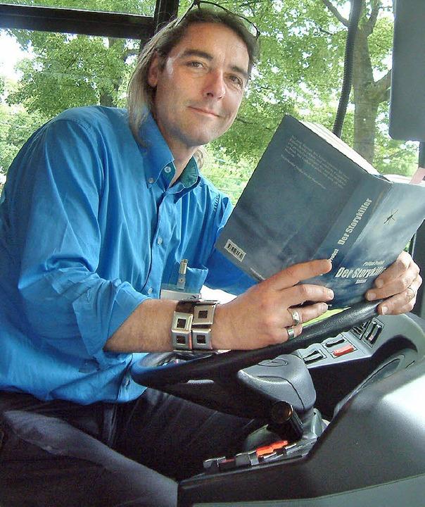 Philipp Probst auf seiner Krimi-Lesetour durch Basel     Foto: Roswitha Frey
