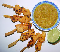 Snack für die Halbzeitpause: Hähnchenspieße mit Erdnusssoße