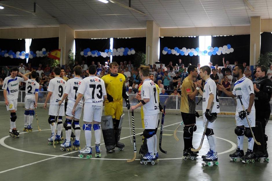 Shake-hands zwischen den Mannschaften nach dem Spiel.