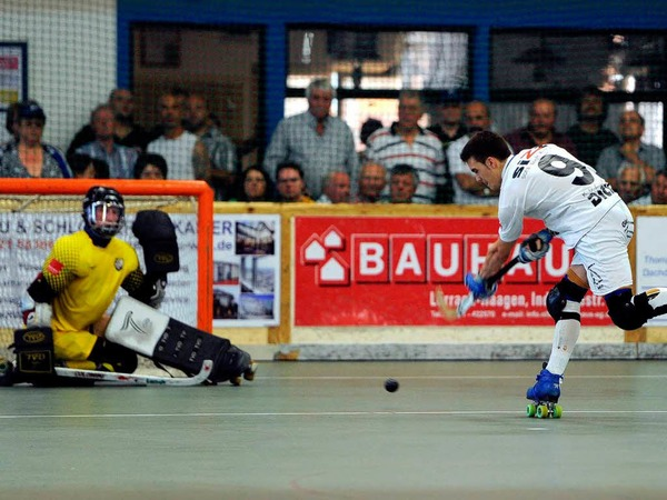 Weil am Rhein ist eine Hochburg im Rollhockey - dementsprechend war die Stimmung beim Meisterschaftsfinale.