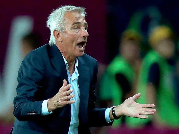 Dabei hatte sich der fr�here BVB-Trainer nach den Pleiten gegen D�nemark und Deutschland gel�utert gezeigt.