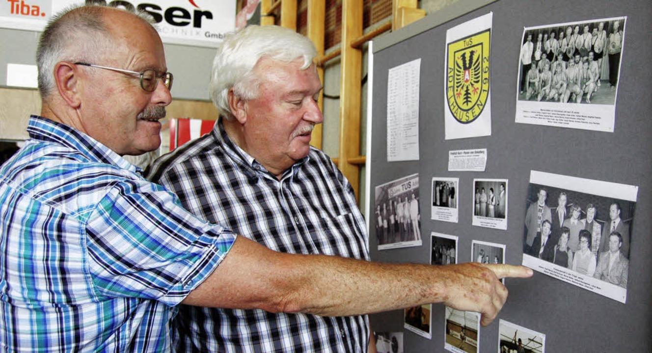 Gerhard Baumgartner (links) schwelgt m...er Mazur in alten Ringer-Erinnerungen.    Foto: Petra Wunderle