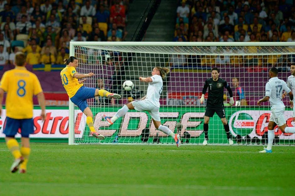 Ein Traumtor von Schwedens Superstar Zlatan Ibrahimovic hat die Franzosen bei der Fußball-EM den Gruppensieg gekostet. (Foto: AFP)