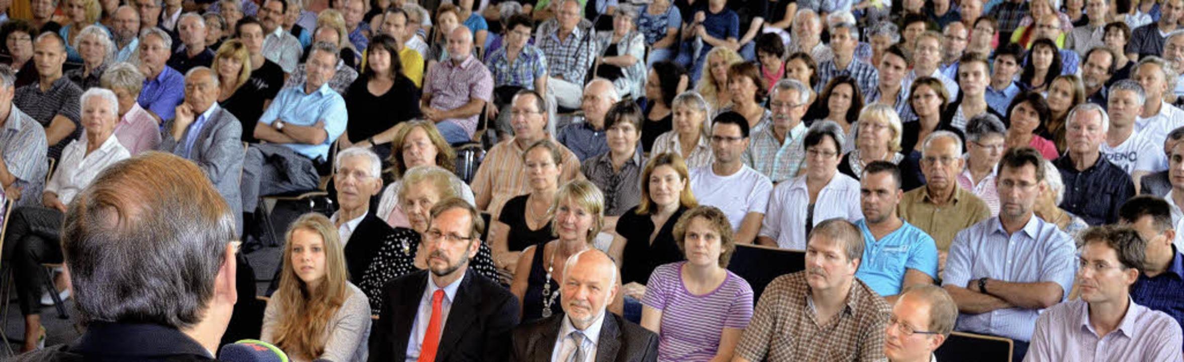 Volle Halle: Groß war das Interesse an...er Bürgermeisterkandidaten in Binzen.   | Foto: Markus Maier