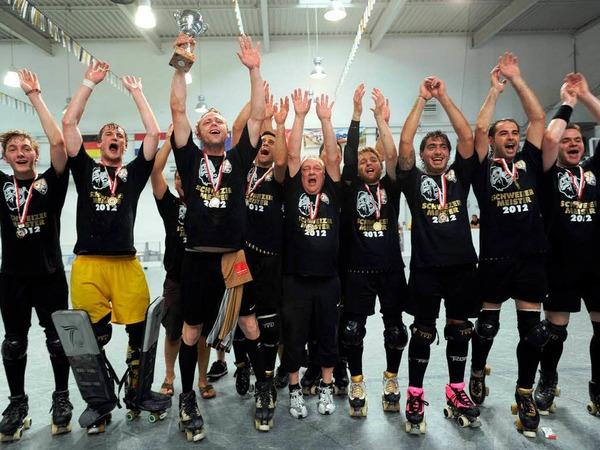 Der RHC Friedlingen ist nach einem erneuten 4:2-Erfolg über den RSV Weil neuer Schweizer Meister im Rollhockey.
