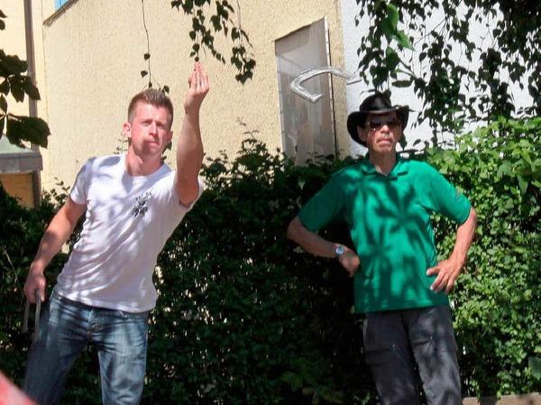 Markus Riech von der Rheinfelder Fasnachtsclique Harlekins hat Gefallen am Hufeisenwurf gefunden