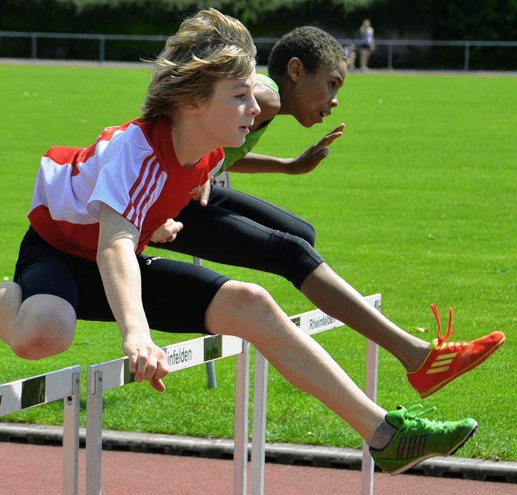 Schwungvoll über die Hürde: Oliver Ree...äuft zum Speerwurf der Jugend U14 an.   | Foto: daudrich
