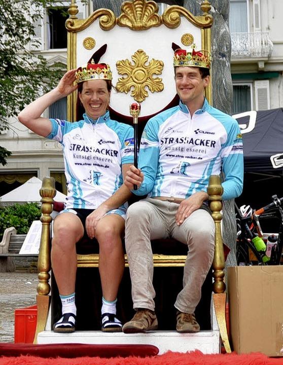 Da thronen sie – die frisch gekr...a Höllige (links) und Frederik Nagel.   | Foto: Benjamin Resetz