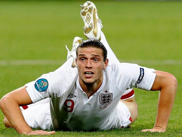 Bauchlandung: Andy Carroll im Viertelfinale  England – Italien.