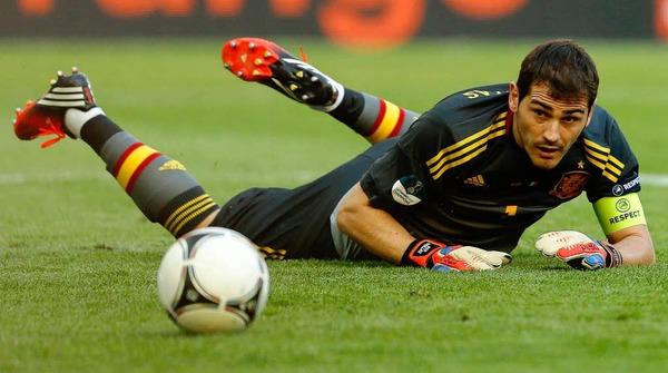 Wohin des Wegs? Iker Casillas und der Ball