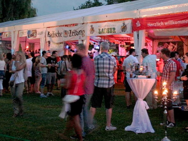 Viel Spa� hatten die G�ste am Wochenende, auf der Beach-Party auf dem Freibad-Gel�nde in Grenzach- Wyhlen