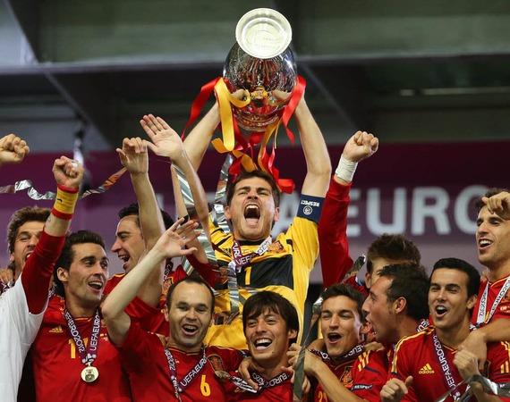 Spanien schafft Titel-Triple