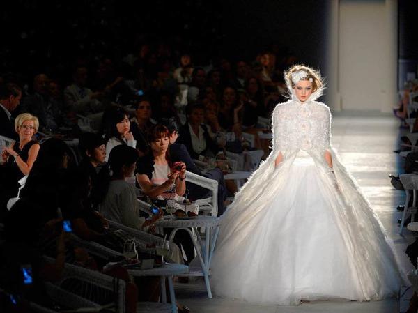 Der H�hepunkt: das Brautkleid von Chanel