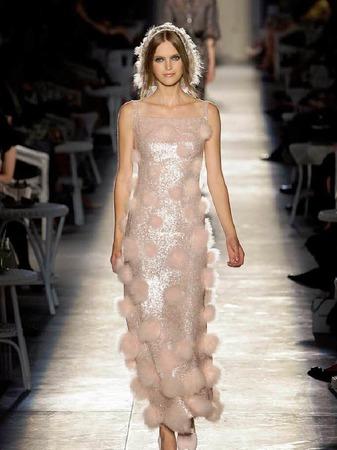 Wundersch�nes, leicht gl�nzendes Kleid von Chanel