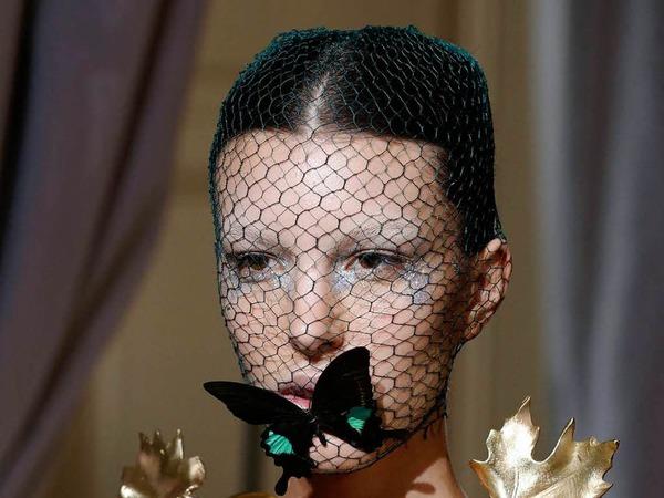Blätter und Schmetterlinge verzierten die Models von Giambattista Valli