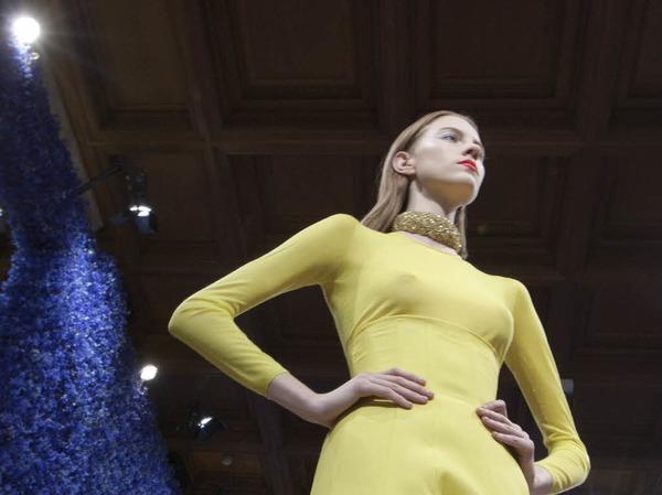 Klare Linien dominierten die Kollektion von Raf Simons f�r Dior