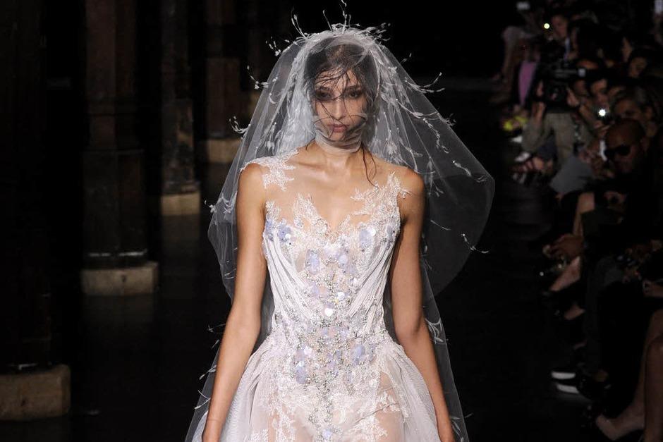 Ziemlich sexy: Brautkleid von Basil Soda (Foto: dpa)