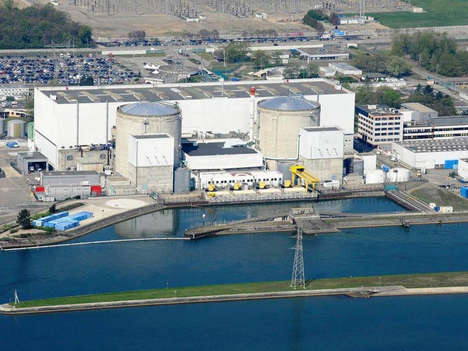 Das Atomkraftwerk Fessenheim direkt am Rheinseitenkanal  | Foto: dapd