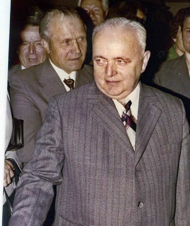 Bürgermeister Erich Bayer: Gratulationen nach der Wiederwahl 1975.   | Foto: Archiv N. Bayer