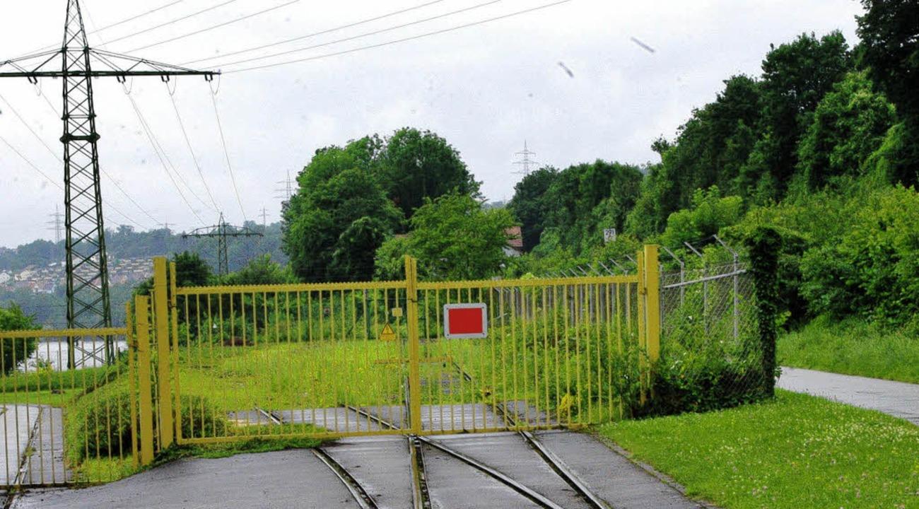 Ob sich dieses Tor einmal für Radfahrer öffnet?   | Foto: Rolf Reißmann