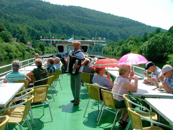 Sonne, eine romantische Schifffahrt auf dem Neckar und die romantische Altstadt Heidelbergs für die Teilnehmerinnen und Teilnehmer der BZ-Leserfahrt nach Heidelberg.