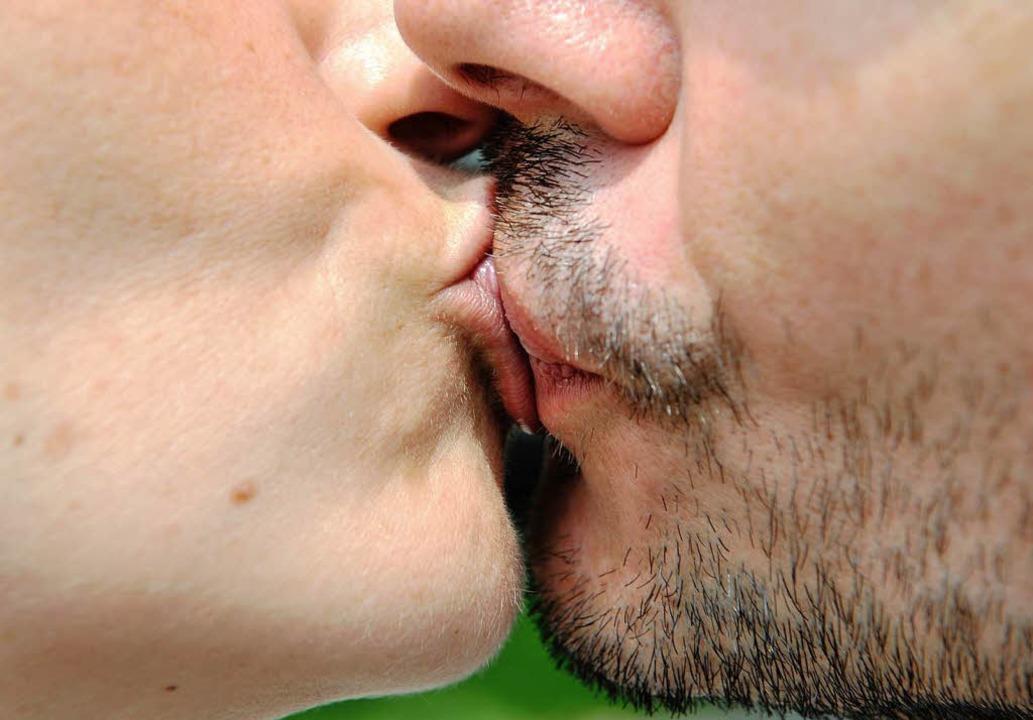 Ein Kuss zum Welt-Kusstag.   | Foto: DPA