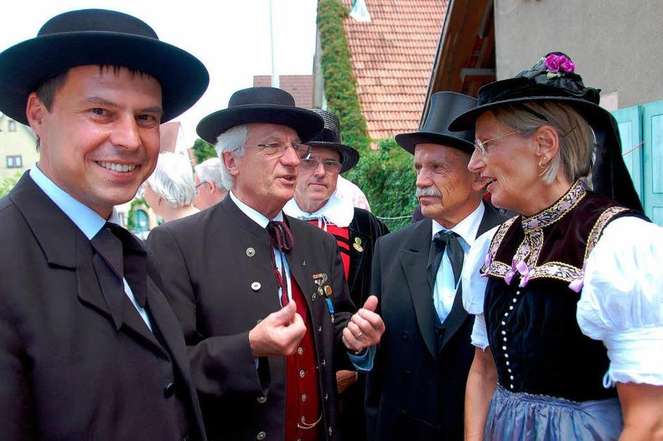 Auch in Tracht:  (von links) Eichstettens Bürgermeister Michael Bruder, Alfred Vonarb, Gerhard Kiechle,   Landrätin Dorothea Störr-Ritter