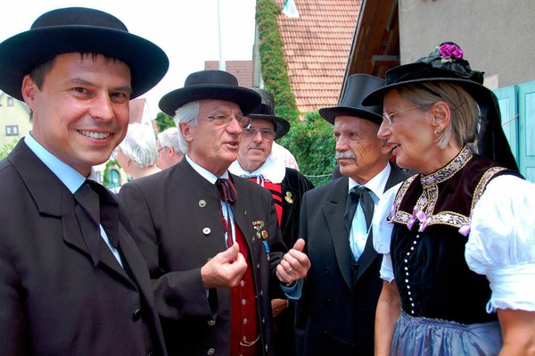 Auch in Tracht:  (von links) Eichstettens Brgermeister Michael Bruder, Alfred Vonarb, Gerhard Kiechle,   Landrtin Dorothea Strr-Ritter