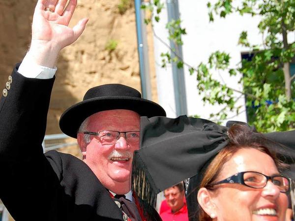 Und auch Bürgermeister Josef Hügele aus March grüßt freudig.