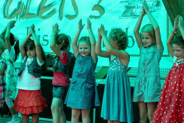 Musik, Tanz und Leckereichen - Gr�nde f�r gute laune gab es beim Sommer in Wehr gen�gend.