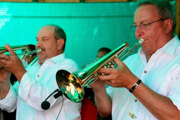 Musik, Tanz und Leckereichen - Gründe für gute laune gab es beim Sommer in Wehr genügend.