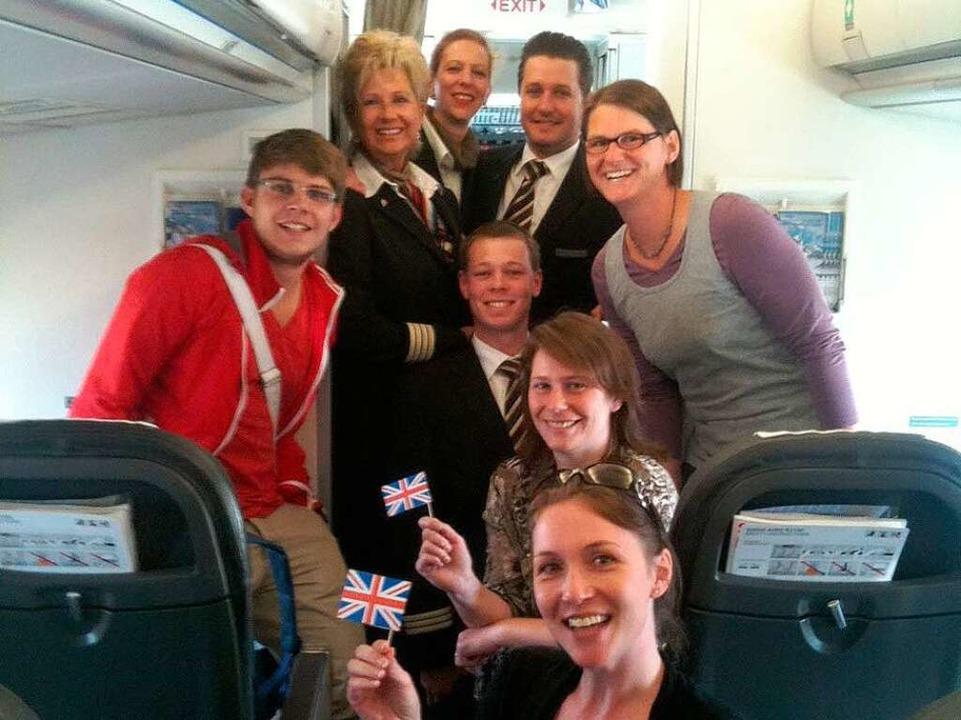 An Bord des Swiss-Flugzeugs: Sascha Ri... Schüssler (rechts) und die Swiss-Crew  | Foto: Birgit Herrmann