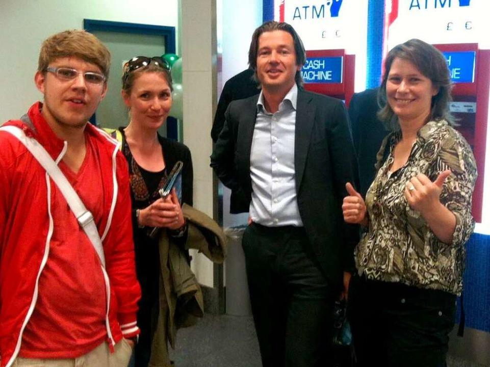 Südbaden trifft Hollywood: Sascha Rits...ja nicht) und Daumen-hoch-Anja-Herzog.  | Foto: Birgit Herrmann