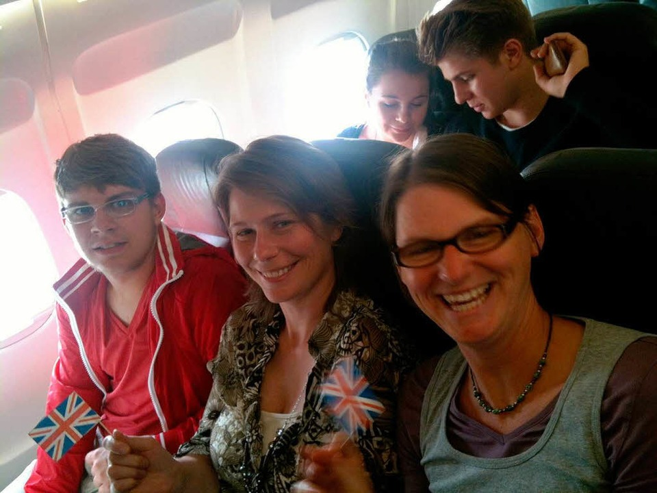 An Bord des Swiss-Fliegers: Sascha Rit...erzog und Simone Schüssler (von links)  | Foto: Birgit Herrmann