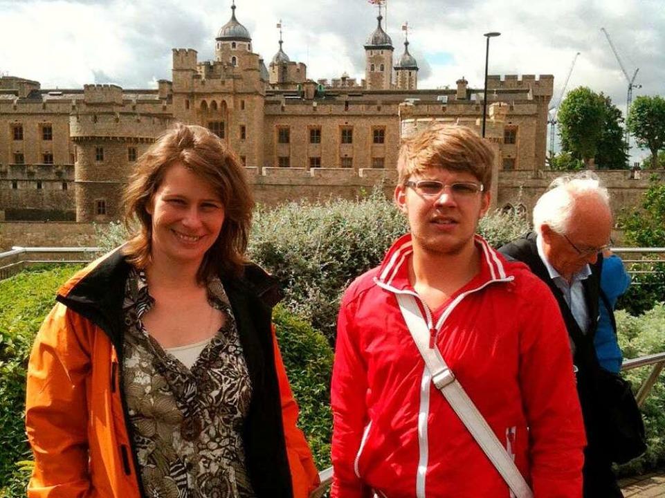 Anja und Sascha vor der imposanten Kulisse des Tower of London  | Foto: Birgit Herrmann