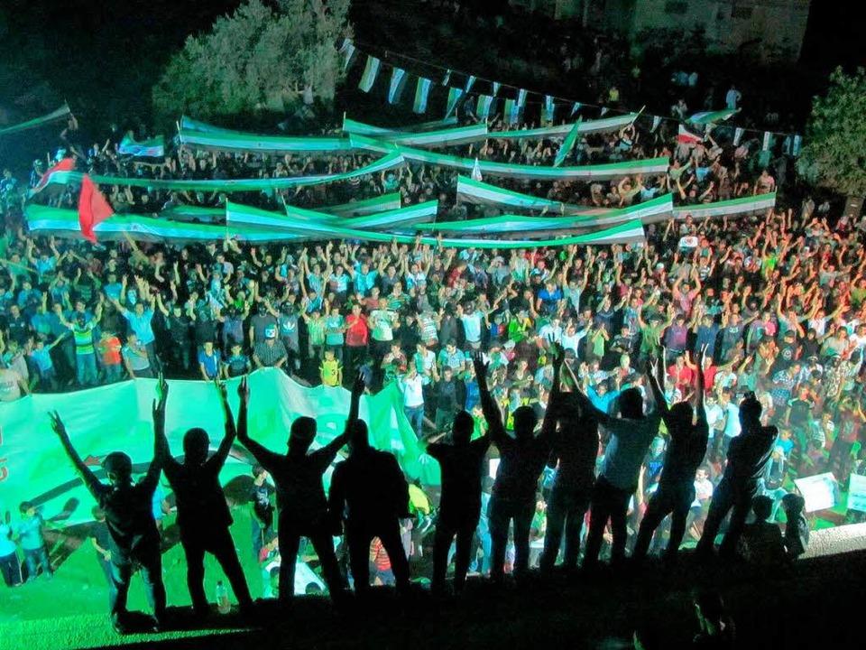 Eine Demonstration von Assad-Gegnern i...wurde von der Opposition verbreitet.    | Foto: afp
