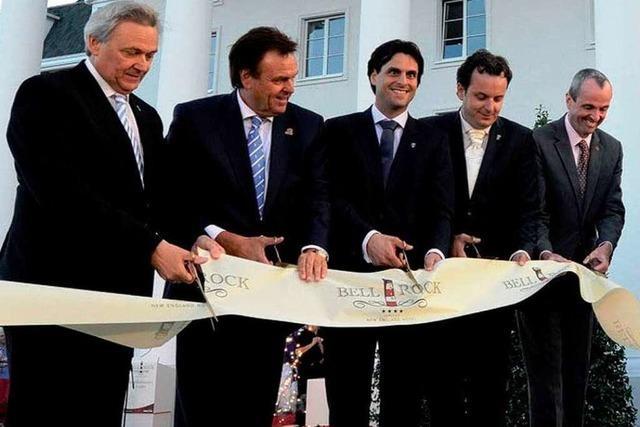 Roger Moore eröffnet das neue Bell Rock-Hotel im Europa-Park