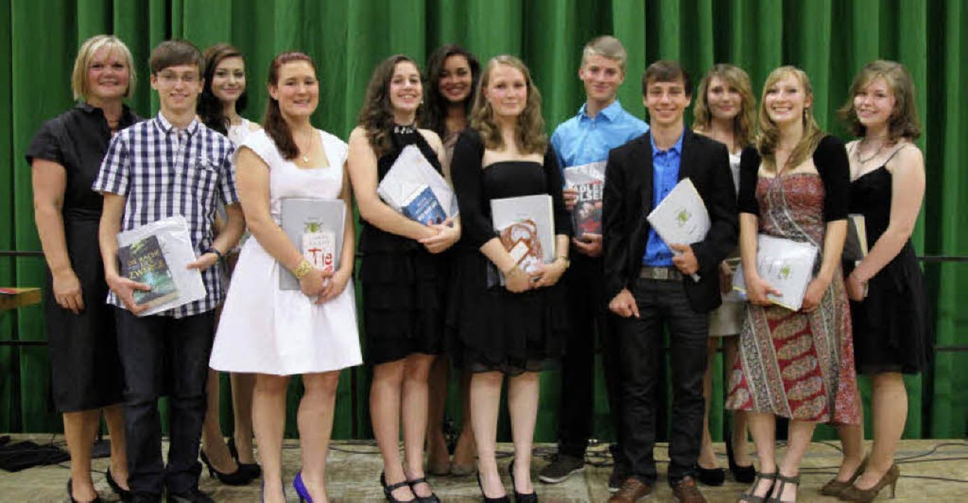 Erfolgreiche Absolventen: Preisträgeri...reisträger der Realschule Herbolzheim.    Foto: Thilo Bergmann
