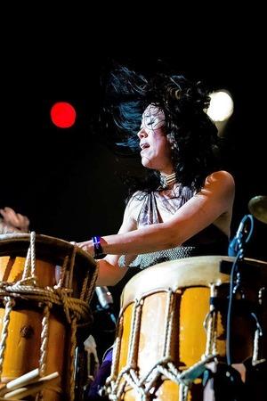 Rhythmisch und lautstark: die Trommler von Gocco