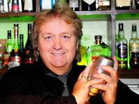 Freiburger Cocktail-Legende mixt die Drinks des Sommers
