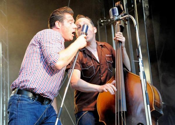 Dick im Duett mit Phil X Hanson - denn singen k�nnen die Backbeats alle