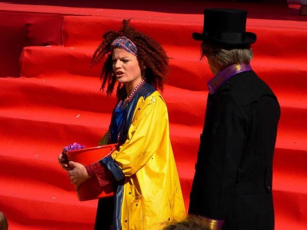"""Szenenfoto von der Auff�hrung des Musicals """"My fair lady"""" am Sonntag vor der Hochfirstschanze in Neustadt."""