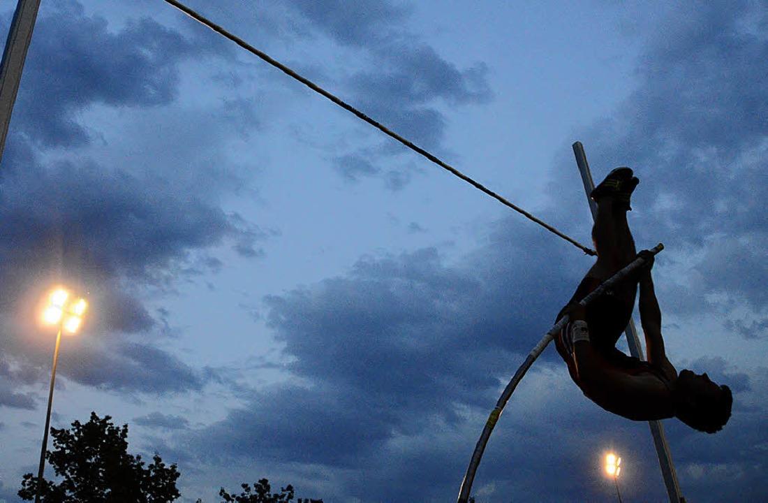 Zum Flug in den Nachthimmel setzten di... beim 24. Rheinfelder Nachtmeeting an.    Foto: Roman Daudrich