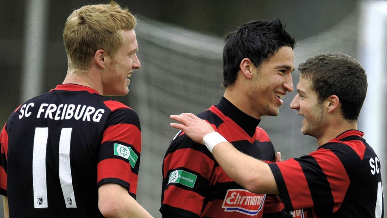 Fußball, Regionalliga Süd, SC Freiburg...i (l) und Patrick Lienhard (r) das 1:0  | Foto: Seeger
