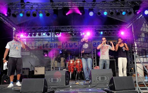 Die Streetmastaz Lardjah Naba (von links), Marcus Locher, Sebastian Henrici und Bouama Naba aus Oberkirch heizten beim Band Contest