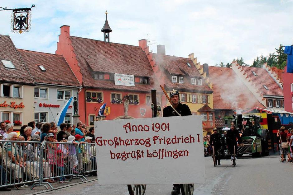 Erinnerung an die Eröffnung der Höllentalbahn: Die Feuerwehr Löffingen kam mit Bahn und Großherzog ins Städtle. (Foto: Christa Maier)