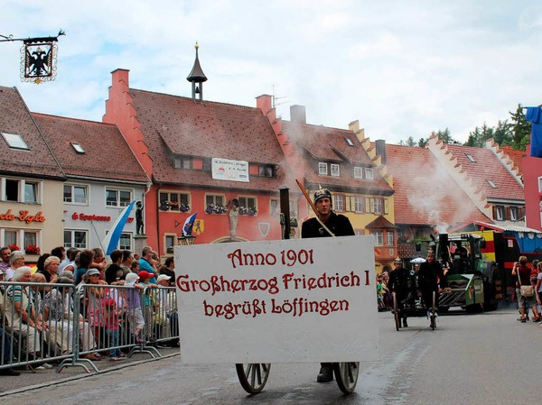Erinnerung an die Eröffnung der Höllentalbahn: Die Feuerwehr Löffingen kam mit Bahn und Großherzog ins Städtle.